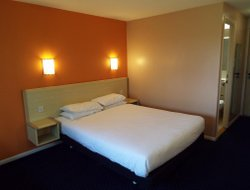 Wolverhampton hotels with restaurants