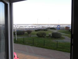 Calais hotels with sea view