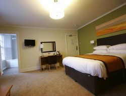 Llanelli hotels with restaurants