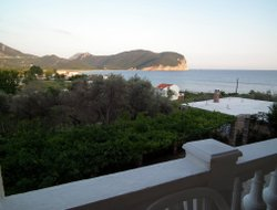Petrovac hotels with restaurants