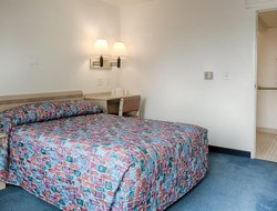 Winnemucca hotels with swimming pool