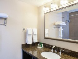 Metairie hotels with restaurants