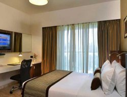 Business hotels in Malad