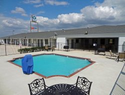 Pearsall hotels with swimming pool