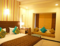 Hinjewadi hotels with restaurants