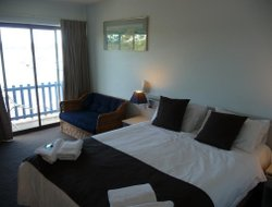 Batemans Bay hotels with restaurants