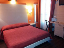 Manfredonia hotels with restaurants
