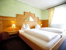 Aschheim hotels with restaurants