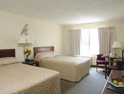 Fairborn hotels with restaurants