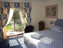 West Looe hotels with sea view