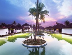 Kumaragam hotels with restaurants