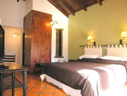 Vaqueros hotels with restaurants