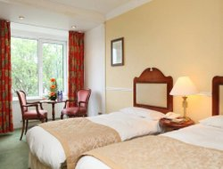 Tralee hotels with restaurants