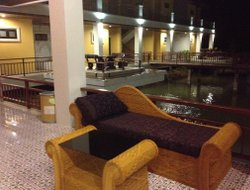 Amphoe Nang Rong hotels with restaurants