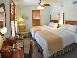 New Smyrna Beach hotels with restaurants
