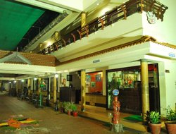 Guruvayur hotels with restaurants