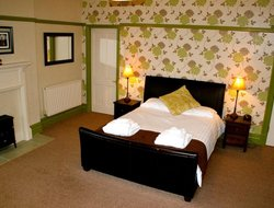 Laugharne hotels with restaurants