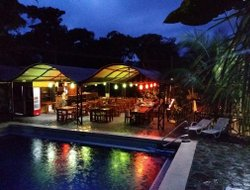 Quepos hotels with restaurants