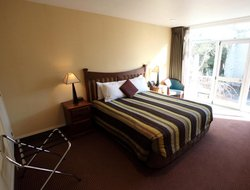 Ashburton hotels with swimming pool