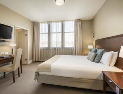 Launceston hotels with restaurants