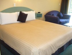 Palmerston North hotels with swimming pool