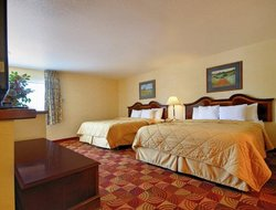 Red Bluff hotels with swimming pool