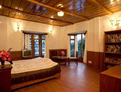 Mussoorie hotels with swimming pool