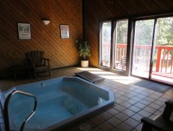 Truckee hotels with swimming pool