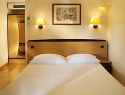 Rodez hotels with restaurants