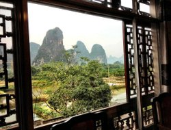 Yangshuo hotels with river view