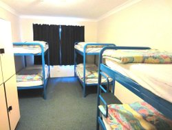 North Narrabeen hotels with swimming pool