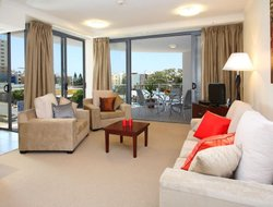 Caloundra hotels with restaurants