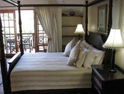 St. Lucia Estuary hotels with restaurants