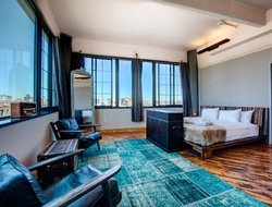 Long Island City hotels with restaurants