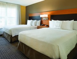 Warrenville hotels with restaurants