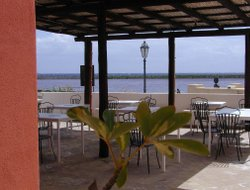 Salina Island hotels with restaurants