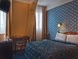 Montrouge hotels with restaurants