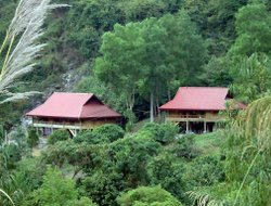 Cat Ba Island hotels with restaurants