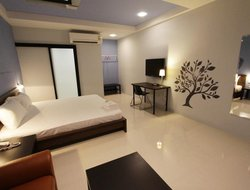 Top-3 hotels in the center of Bang Phli