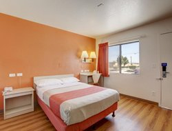Pets-friendly hotels in Corona