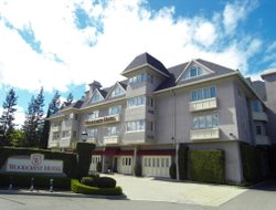 Cupertino hotels with restaurants