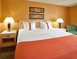 Bolingbrook hotels with restaurants