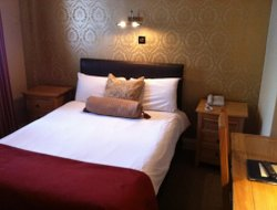 Frodsham hotels with restaurants