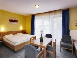 Hallenberg hotels with restaurants