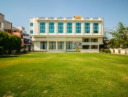 Top-10 hotels in the center of Gwalior
