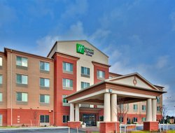 East Syracuse hotels for families with children