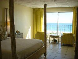Wrightsville Beach hotels with restaurants