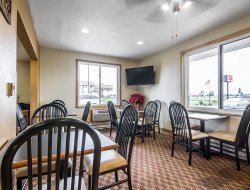 Janesville hotels with restaurants