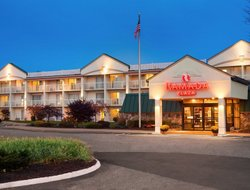 Westbrook hotels with restaurants