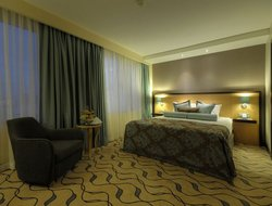 Maltepe hotels with swimming pool